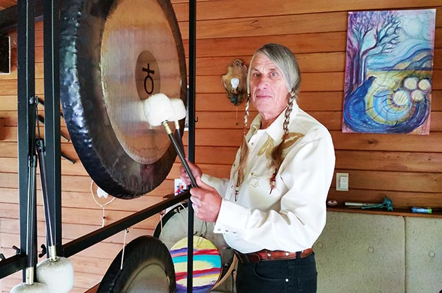Playing the Earth gong